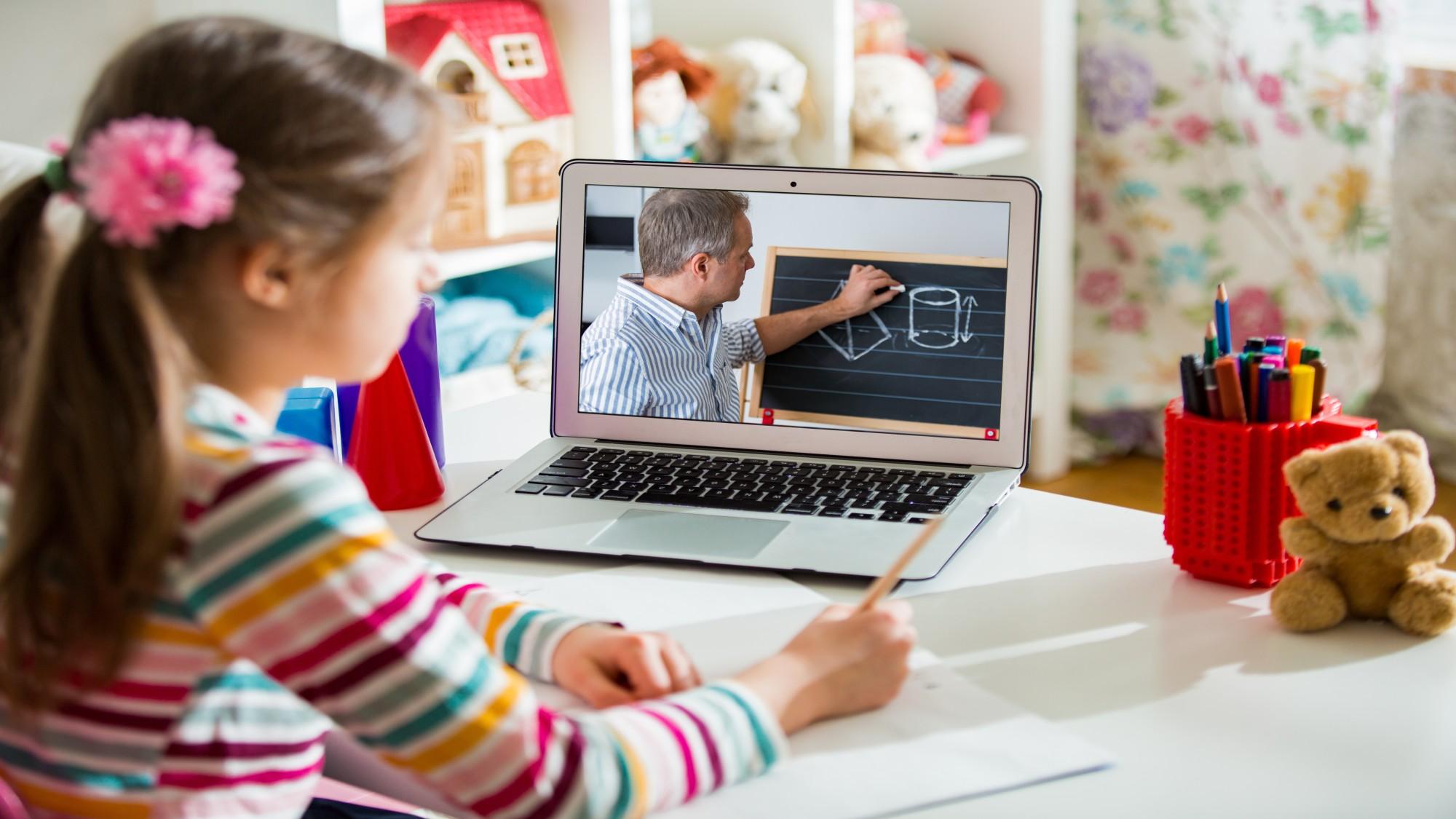 Educación virtual: porqué es útil y 8 pasos para crearla